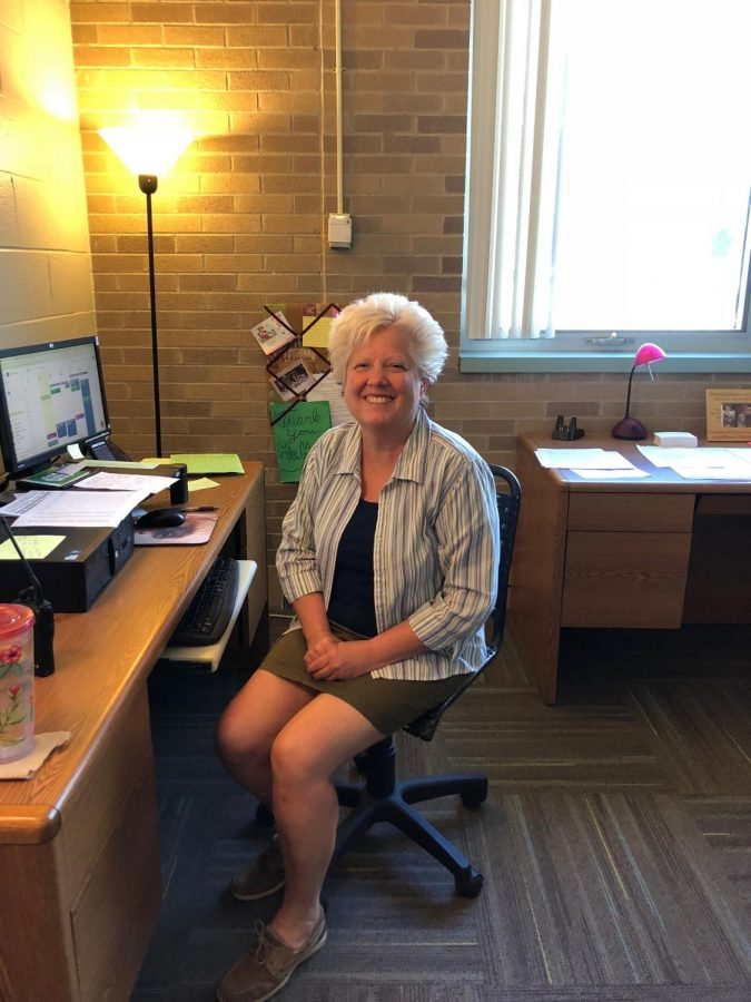 Mrs.+Howe%2C+West+counselor%2C+makes+students+schedules.+