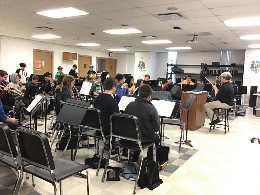 Fourth-hour+7th+grade+band+is+gearing+up+for+the+upcoming+third+quarter+band+concert.+